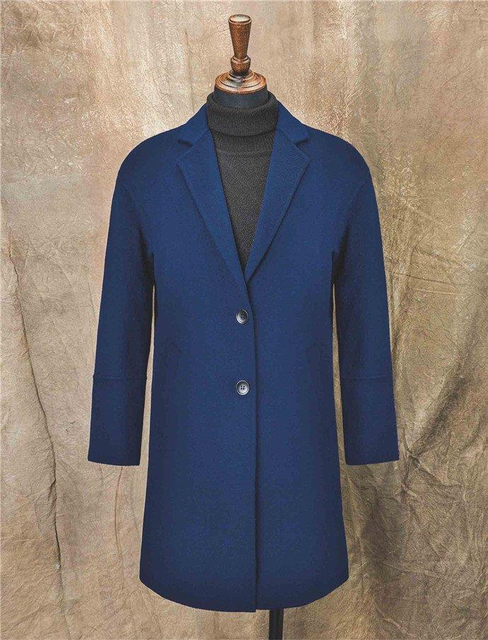 深色羊绒大衣